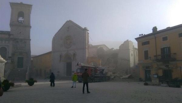 البوابة نيوز: مراسل  فرانس 24 : التوابيت خرجت من القبور بسبب شدة زلزال إيطاليا