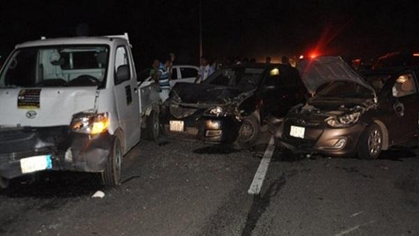 : إصابة شخص في تصادم سيارتين أعلى الطريق الدائري