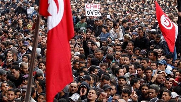 البوابة نيوز: حقوقي يحذر من بوادر ثورة جديدة في تونس