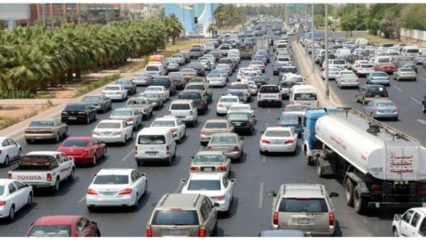 البوابة نيوز: كثافات مرورية في الشوارع الرئيسية بالقاهرة والجيزة
