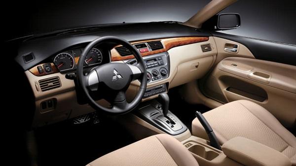 ميتسوبيشي تطلق صورة تشويقية لسيارتها SUV الجديدة
