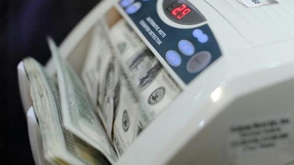 البوابة نيوز: تراجع سعر الدولار يجبر شركات الحديد والأسمنت على خفض أسعارها