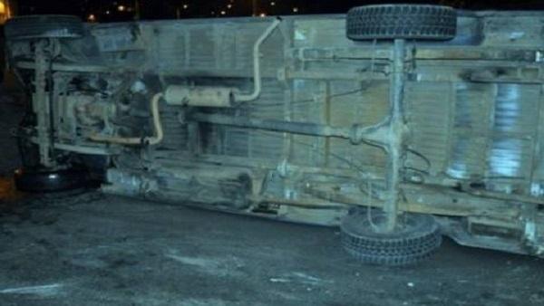 البوابة نيوز: مصرع شخص وإصابة آخر في انقلاب  نقل ثقيل  أعلى دائري المريوطية