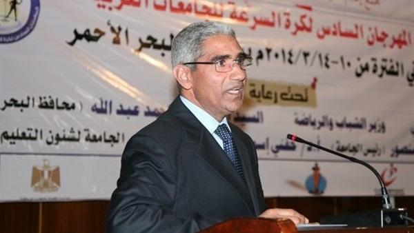 : رئيس جامعة جنوب الوادي يكرِّم الفائزين في مسابقة الدوري الداخلي