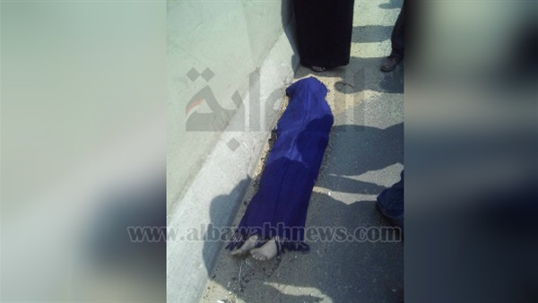 : بالصور.. مصرع طفلة صدمتها سيارة أثناء عبورها الطريق الدائري بالمنيب