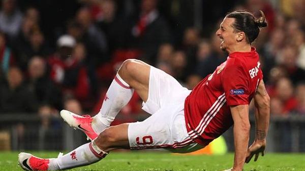 : الإصابة تنهي موسم إبراهيموفيتش مع مانشستر يونايتد