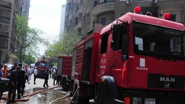 : السيطرة على حريق بشجرة ضخمة بجوار الطريق الدائري في المريوطية