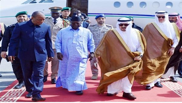 : أمير الرياض يستقبل رئيس غينيا بقاعدة الملك سلمان