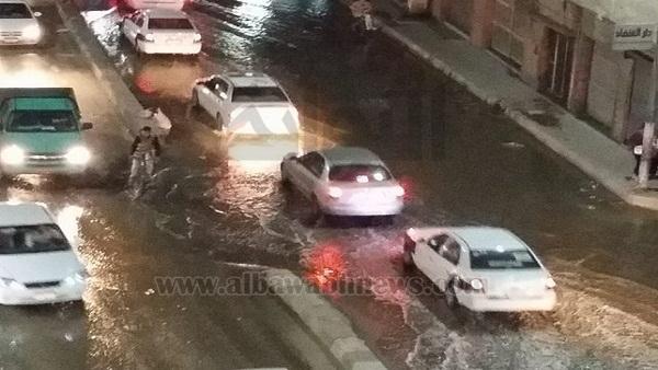 : بالصور.. شلل مروري بشارع 23 يوليو في العريش بسبب انفجار ماسورة مياه