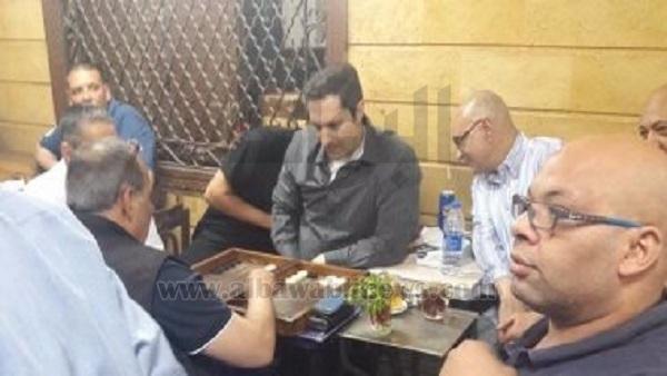 علاء مبارك يلعب
