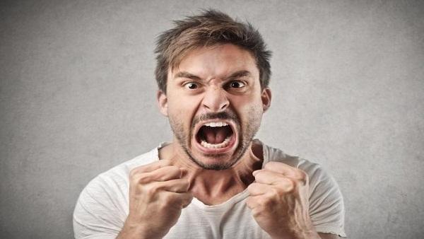 بحث جديد: الشتائم تقلل الإحساس بالألم وتعزز قوة الإنسان!