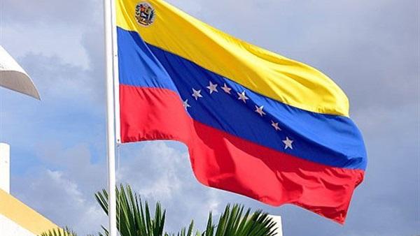 فنزويلا تتهم الولايات المتحدة بتمويل
