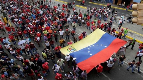 محتجون فنزويليون يحتشدون أمام مركز ثقافي تابع لسفارة بلادهم في إسبانيا