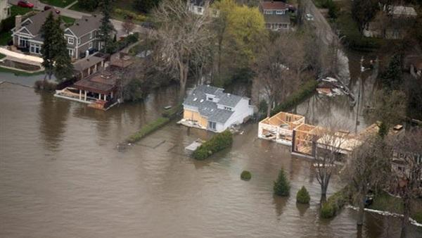 بالصور.. الفيضانات تغمر مئات المنازل في كندا والسلطات تخلي بعض البلدات