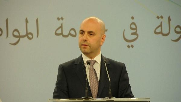 : نائب رئيس الوزراء اللبناني يصل مطار القاهرة