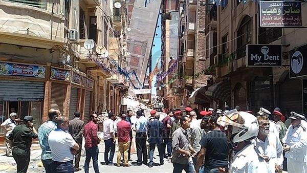 : إخلاء 30 عمارة مجاورة للعقار المائل في الأزاريطة بالإسكندرية