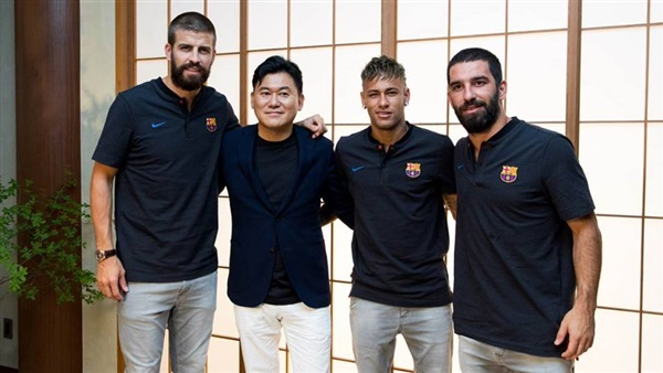 : استقبال حافل لنجوم برشلونة في اليابان