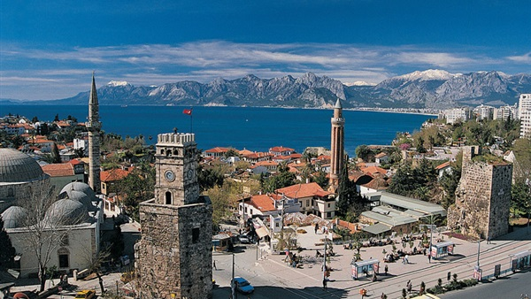 : ذكرى انقلاب تركيا المزعوم.. اقتصاد على المحك.. واستثمار يهرب.. وسياحة تتراجع.. ليرة تنهار