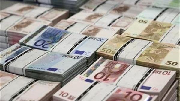 : اليورو يهبط بعد مكاسب لـ6 أشهر وسط ترقب اجتماع  المركزي الأوروبي