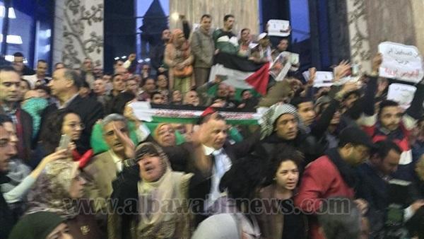 : القدس عربية.. النقابات تطالب بمقاطعة منتجات واشنطن.. و الصحفيين : ترامب دمر جهود السلام في الشرق الأوسط