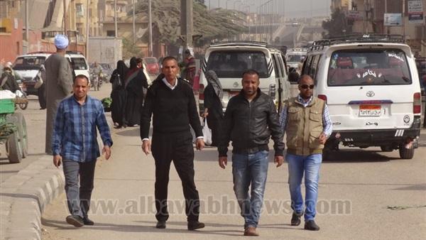 : حملات لتنظيم عمل الباعة الجائلين بسوق شرق السكة في الأقصر