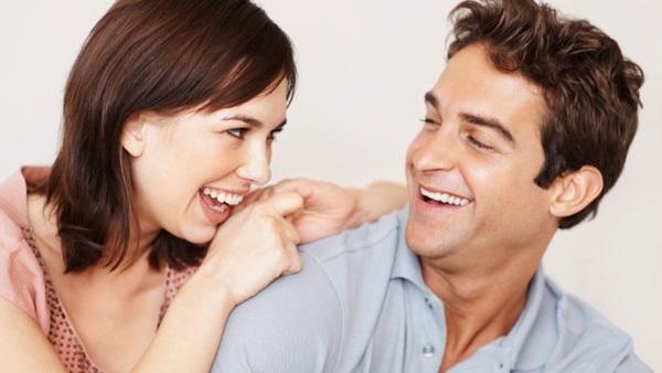 : 6 علامات تدل على حب الرجل للمرأة