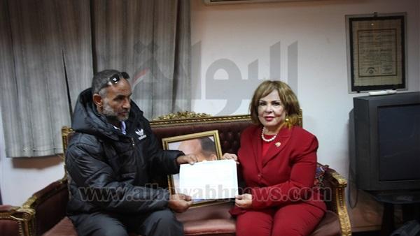 : بالصور.. عصمت المرغني تكرم  صلاح الموجي  بطل حلوان بشهادة استثمار