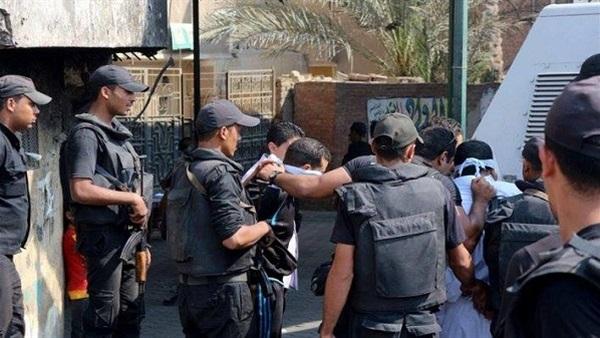 :  الداخلية : القبض على 3 أشخاص بحوزتهم أوراق ومستندات رسمية مزورة