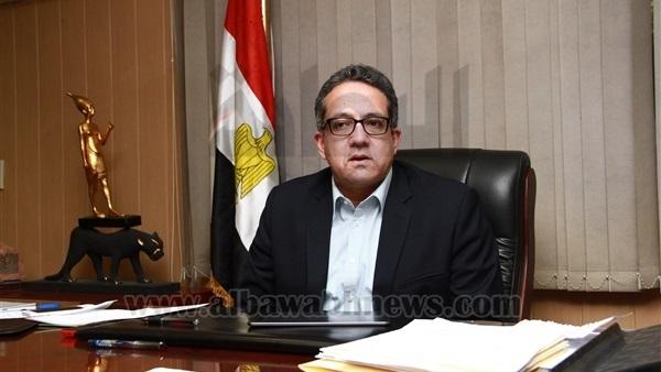 :  وزير الآثار يصل مطار القاهرة قادما من الاقصر