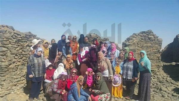 : بالصور.. رحلة للصحراء الغربية لطالبات دراسات إنسانية الأزهر