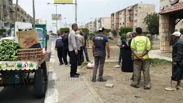 : بالصور.. حملة لإزالة إشغالات الباعة الجائلين في بورسعيد