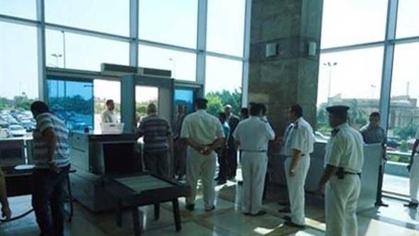 : جمارك مطار القاهرة تحبط تهريب كمية من النقد الأجنبي