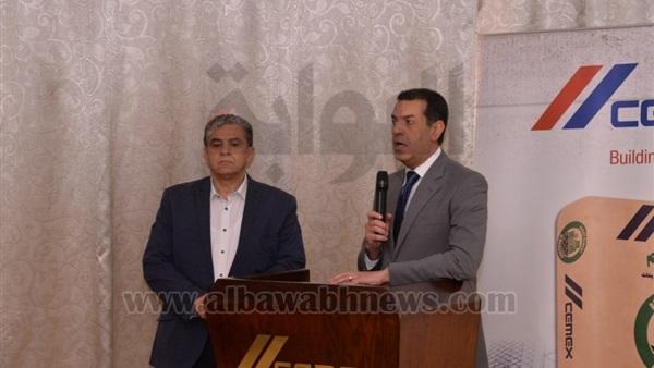 : وزير البيئة ومحافظ أسيوط يتفقدان خطي الوقود البديل بمصنع الأسمنت