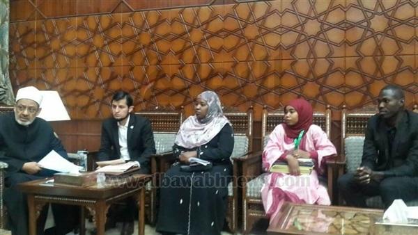 : بالصور..  الطيب  ينهي مشكلات الطلاب الوافدين في جامعة الأزهر