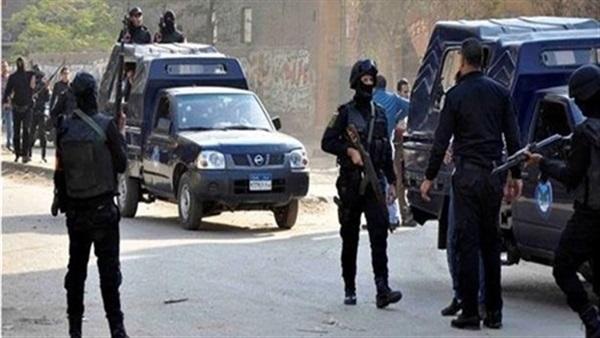 : ضبط أسلحة نارية و823 قرصا مخدرا بحوزة 9 عاطلين في أسوان