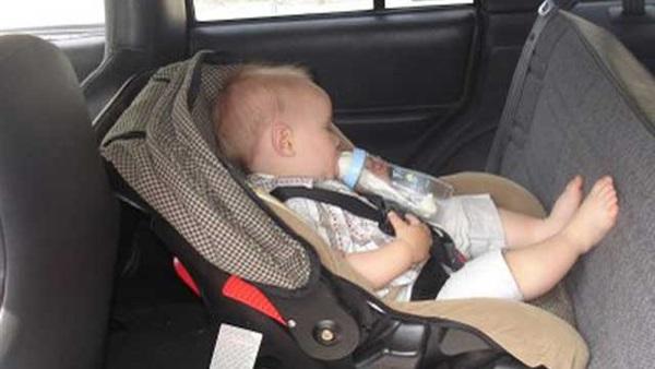 : تحذير من ترك الأطفال في السيارة عند ارتفاع درجات الحرارة