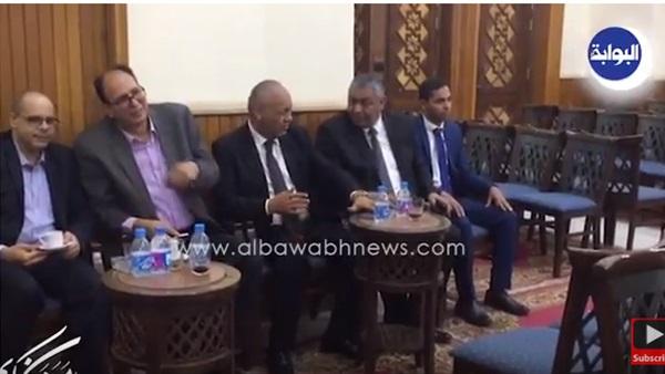 : شاهد.. وصول مصطفى بكري وأسامة الشيخ إلى عزاء والد الإعلامية جيهان منصور