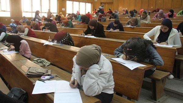 : رئيس جامعة أسوان يطالب الكليات بسرعة إعلان نتائج الامتحانات