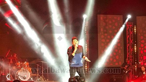 : محمد حماقي يستهل حفله بمهرجان  موازين  بأغنية  نفسي ابقى جمبه
