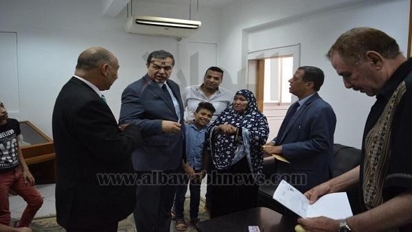 : سعفان يسلم مواطنة مصرية  الهوية التقاعدية  لزوجها المتوفى بالعراق