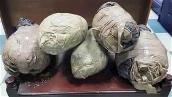 : سقوط 3 عاطلين بحوزتهم 25 كيلو بانجو في الدقهلية