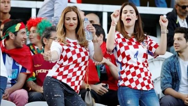 : كأس العالم.. جميلات الدنمارك وكرواتيا يملأن المدرجات