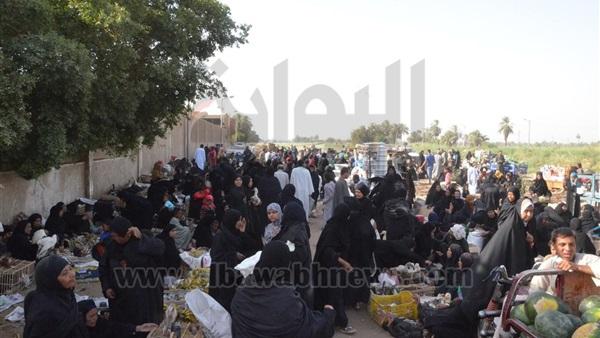 : بالصور.. غضب الباعة الجائلين بعد نقل 3 أسواق بالأقصر
