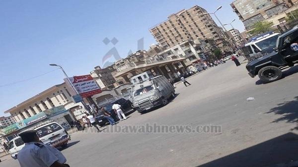 : بالصور.. إزالة الباعة الجائلين بمحيط محطة مترو حلوان