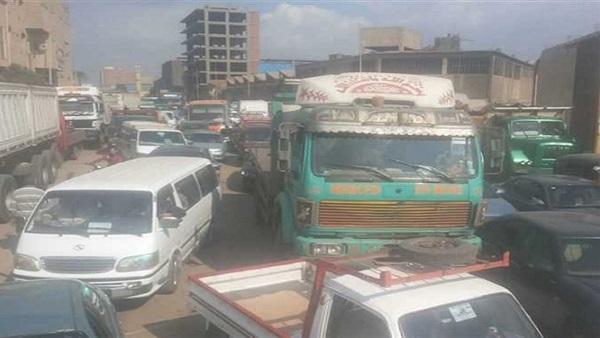 : شلل مروري على الطريق الزراعي بالقليوبية بسبب انقلاب سيارة نقل
