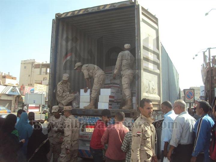 bd886d1fa يهمك | بالصور.. الجيش يواصل توزيع كراتين الأغذية المدعمة بالغردقة