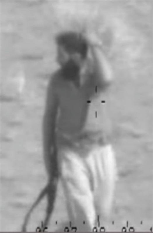 """بالصور.. أحد منفذي هجوم """"الروضة"""" يحاول الاختباء خوفًا من الطائرات"""