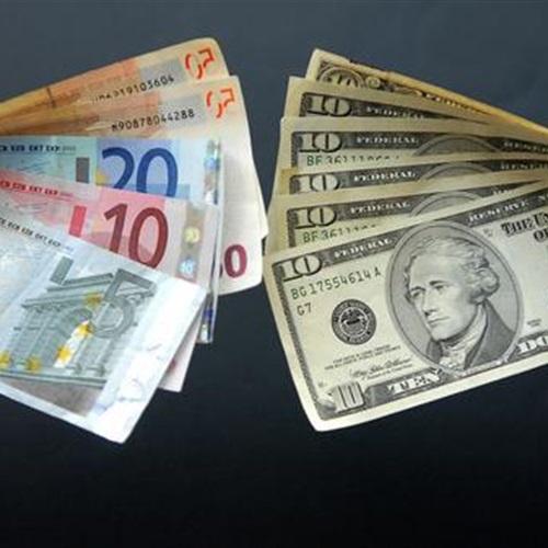 البوابة نيوز: انخفاض اليورو مقابل الدولار بفعل انتظار قرار المركزي الأوروبي