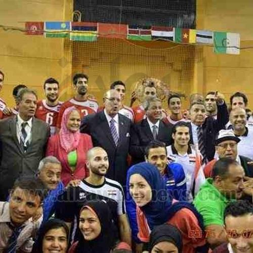 : بالصور.. وزير الرياضة يشهد الدور قبل النهائي في كأس أفريقيا للطائرة