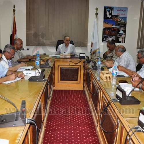 : محافظ الوادي الجديد يُناقش إجراءات تأمين الدور الثاني للثانوية العامة